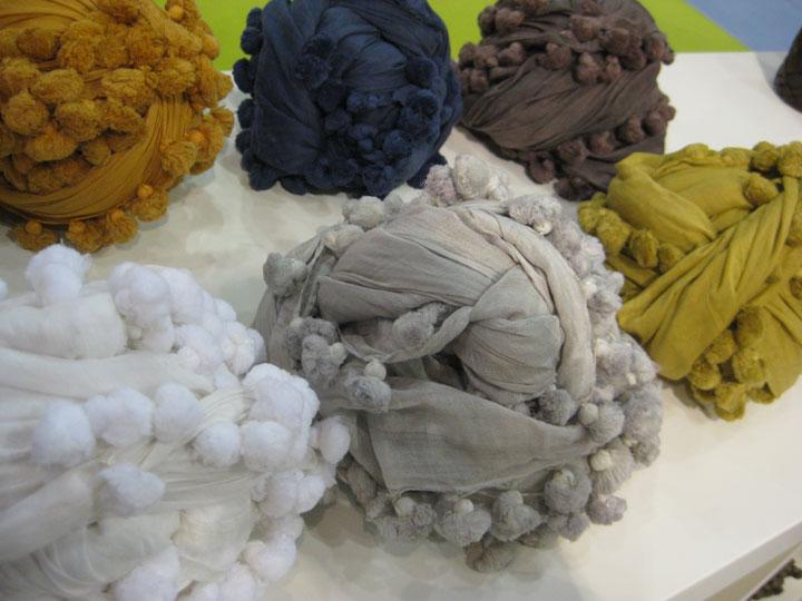 Gray-scarfs